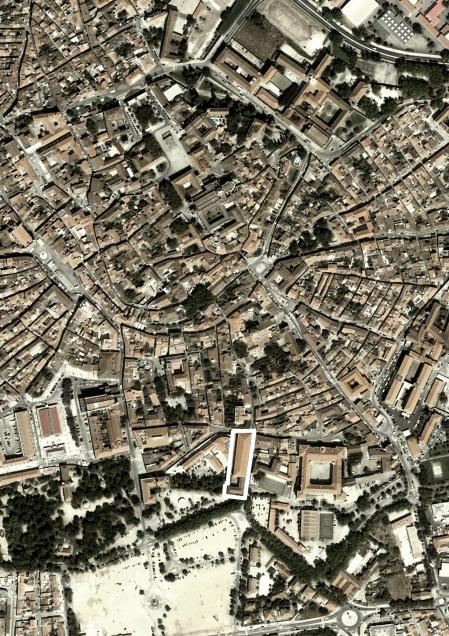 """Localisation de """"A Bruxa Teatro"""" dans le contexte de la ville de Évora."""